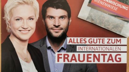Auf einer Grußkarte wünschen Manuela Schwesig und Christian Winter alles Gute zum Frauentag.